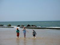 Children on Soulac beach in the pool