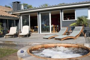 Hot tub and decking at Hossegor Beach House which is just a short stroll to the surf