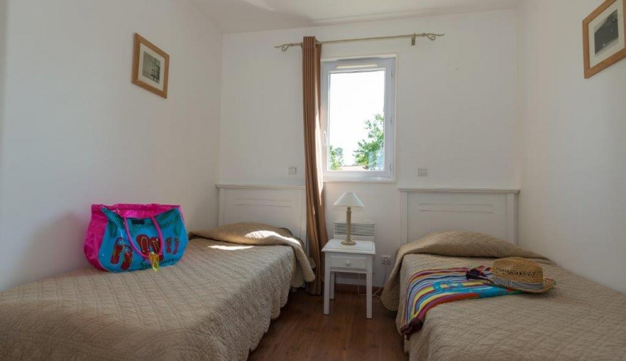 cottages-du-lac-twin-bedroom