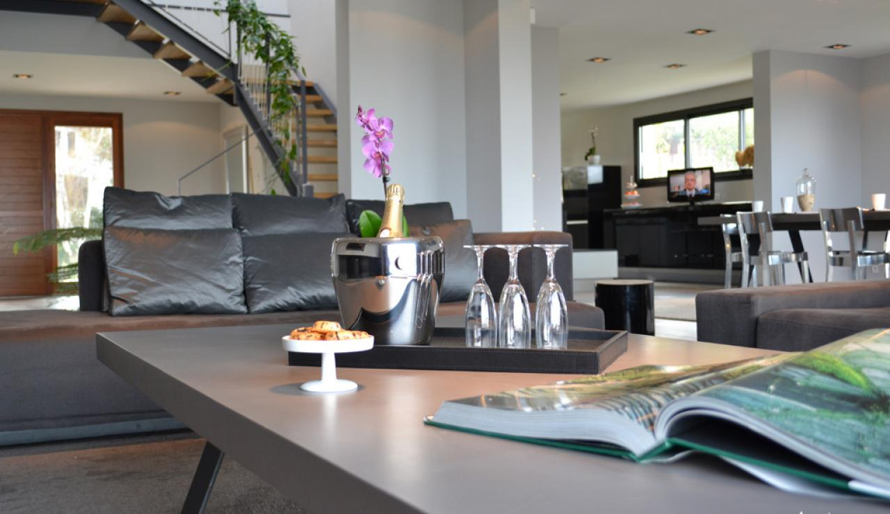 109 Akotz lounge