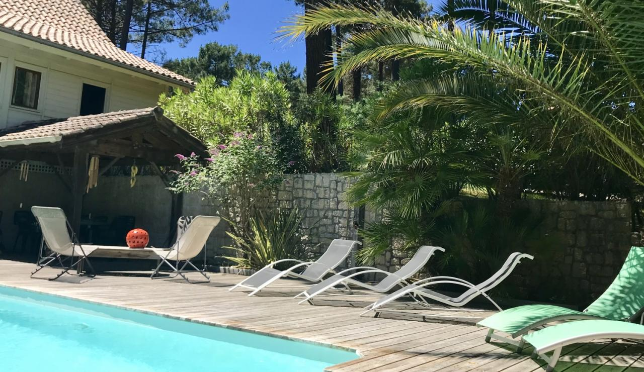 biscarrose-villa-heated-pool-loungers