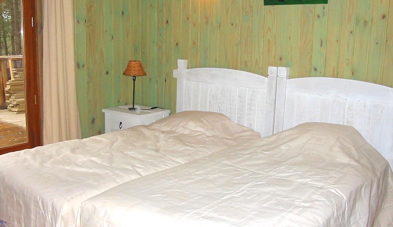 biscarrosse-villa-heated-pool-twin-bedroom