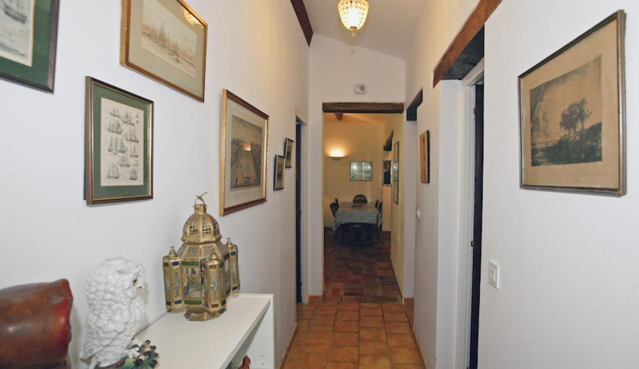 014 Chez Bergerie hallway