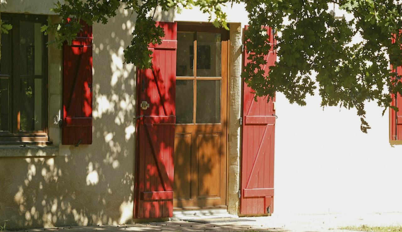 014 Chez Bergerie red door