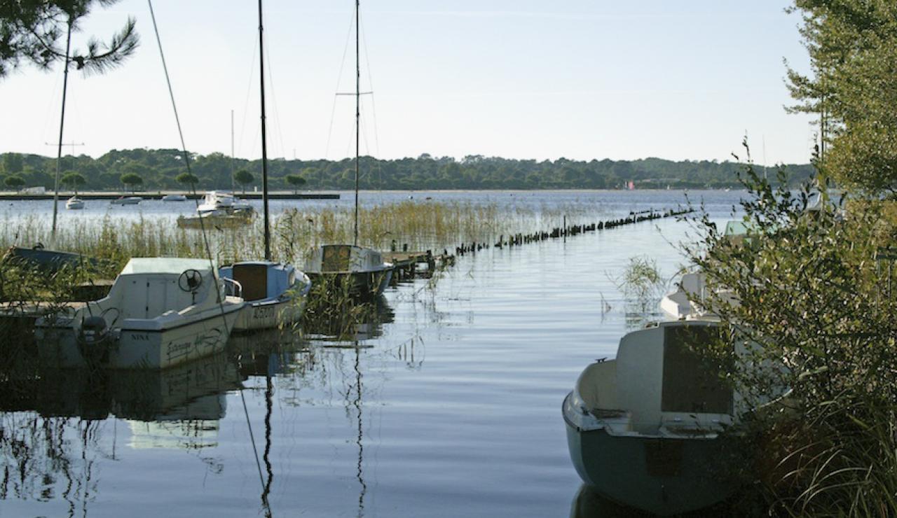 014 Chez Bergerie boats