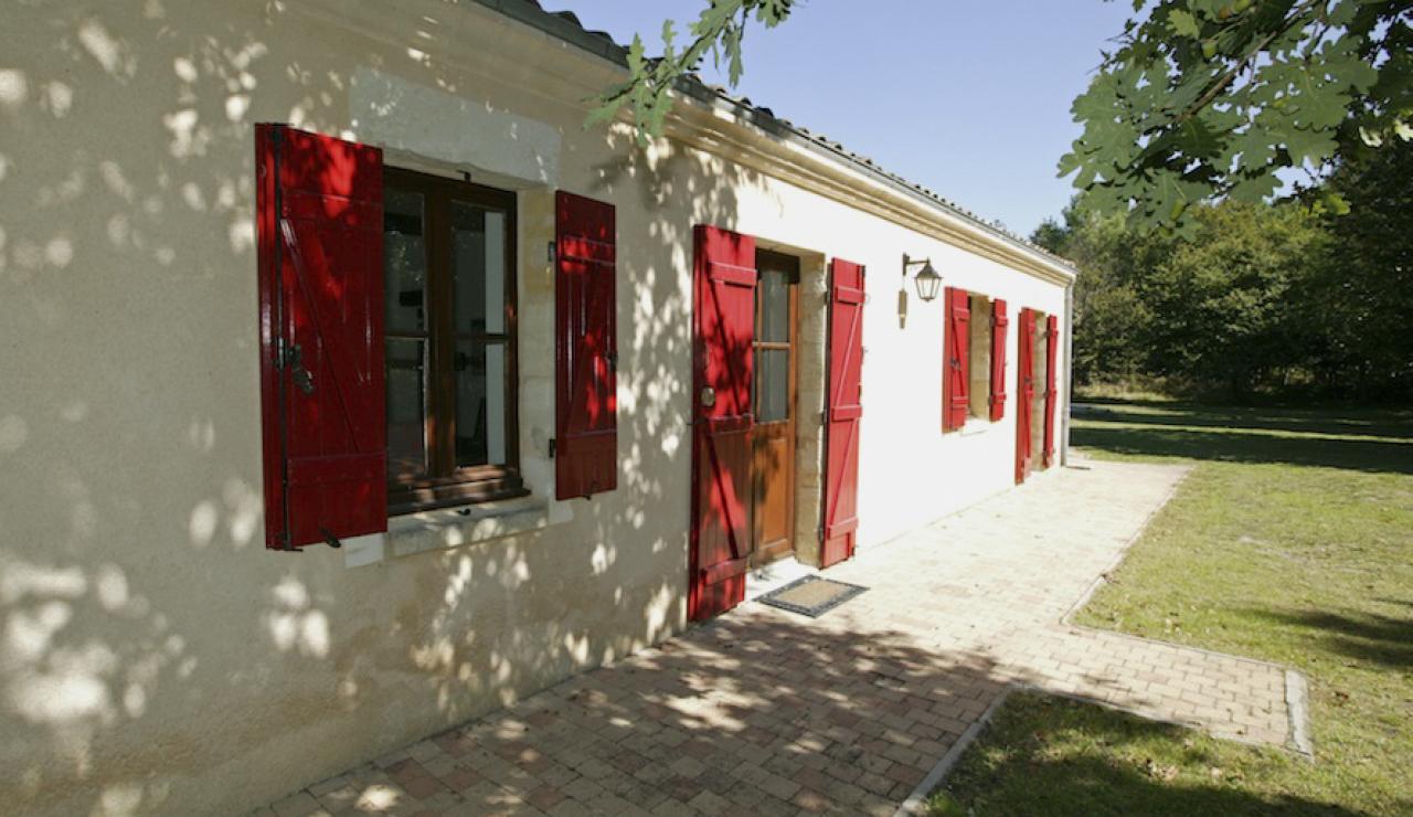 014 Chez Bergerie house front
