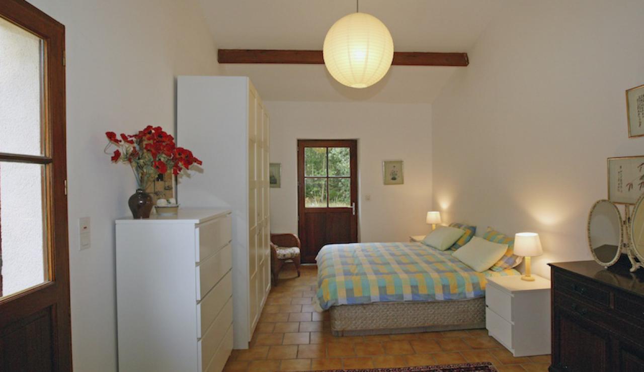 014 Chez Bergerie bed 1
