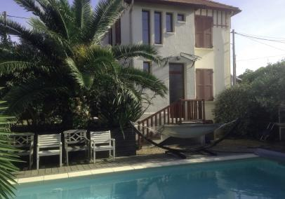 Walk to beach villa with pool Cap Ferret village