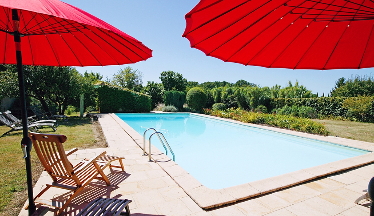 le-relais-shared-swimming-pool