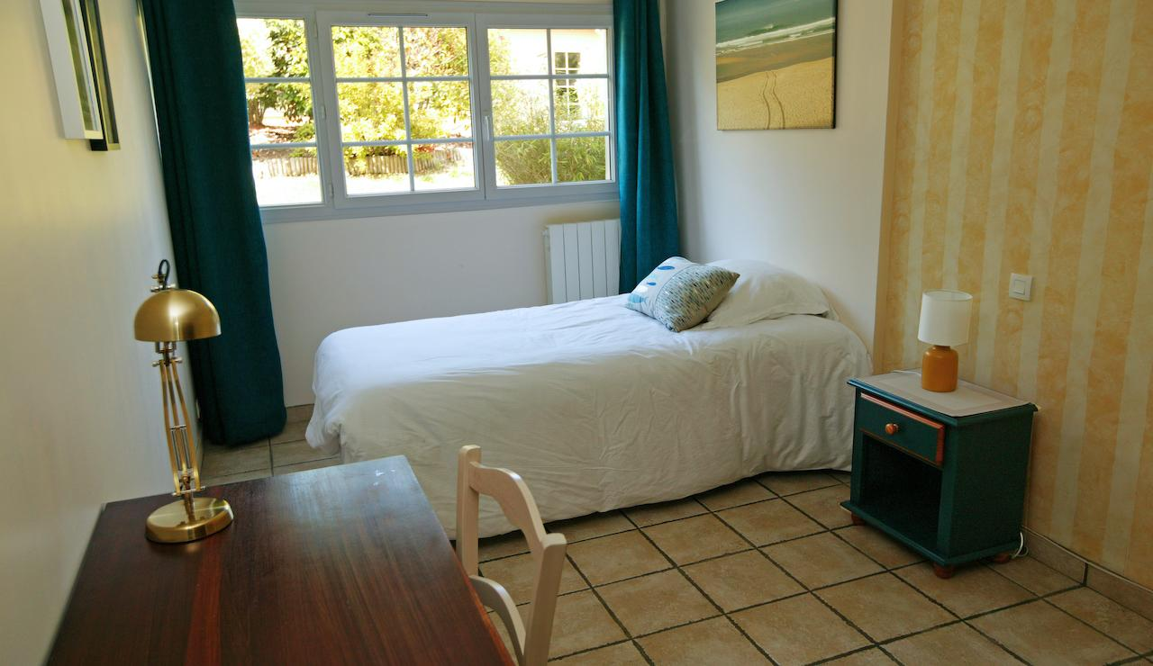 charming-bordeaux-vineyard-holiday-cottage-single-bedroom-2