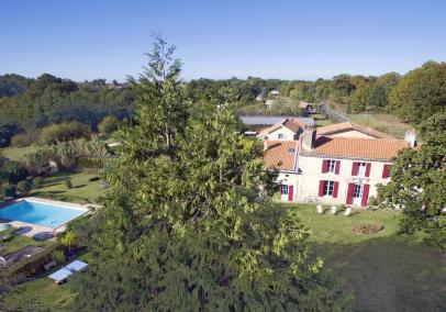 Domaine des Vignes Bordeaux holiday cottages with heated pool