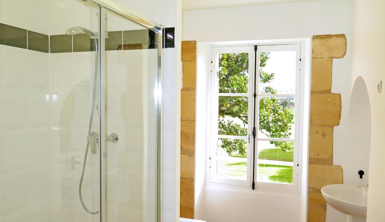 domaine-des-vignes-bathroom-2