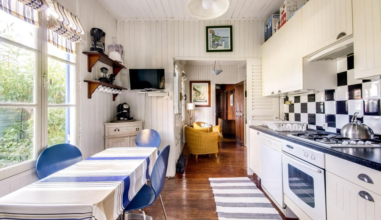 cabane-l-herbe-cap-ferret-kitchen