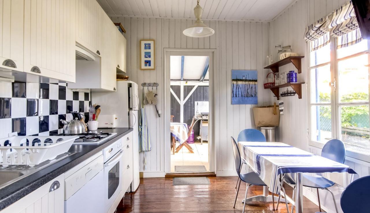 cabane-l-herbe-cap-ferret-kitchen-2