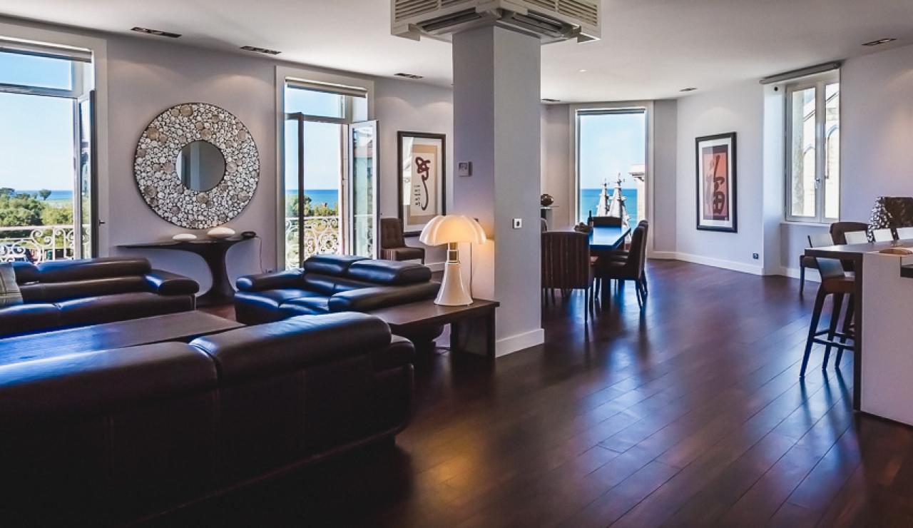 luxury-living-area-with-balcony