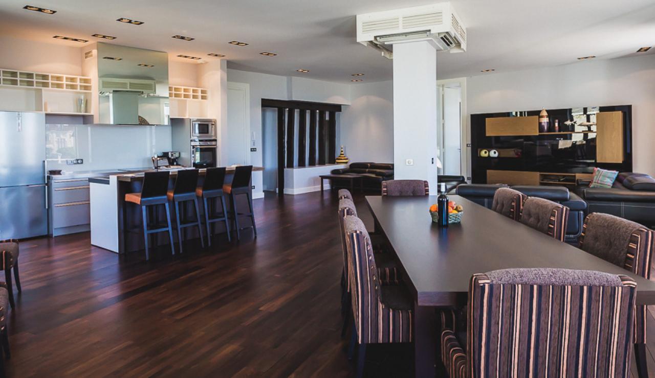 vast-living-room