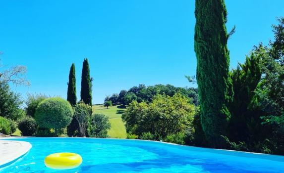 Tarrit de Bas pool and view