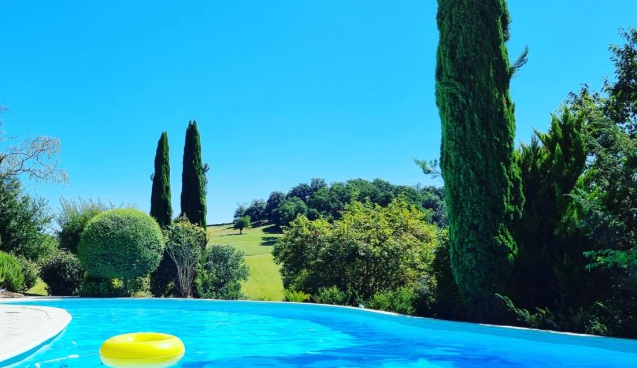 tarrit-de-bas-pool-and-view