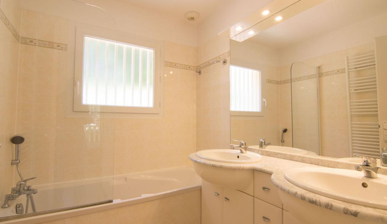 eden-club-villa-21-lacanau-bathroom-2