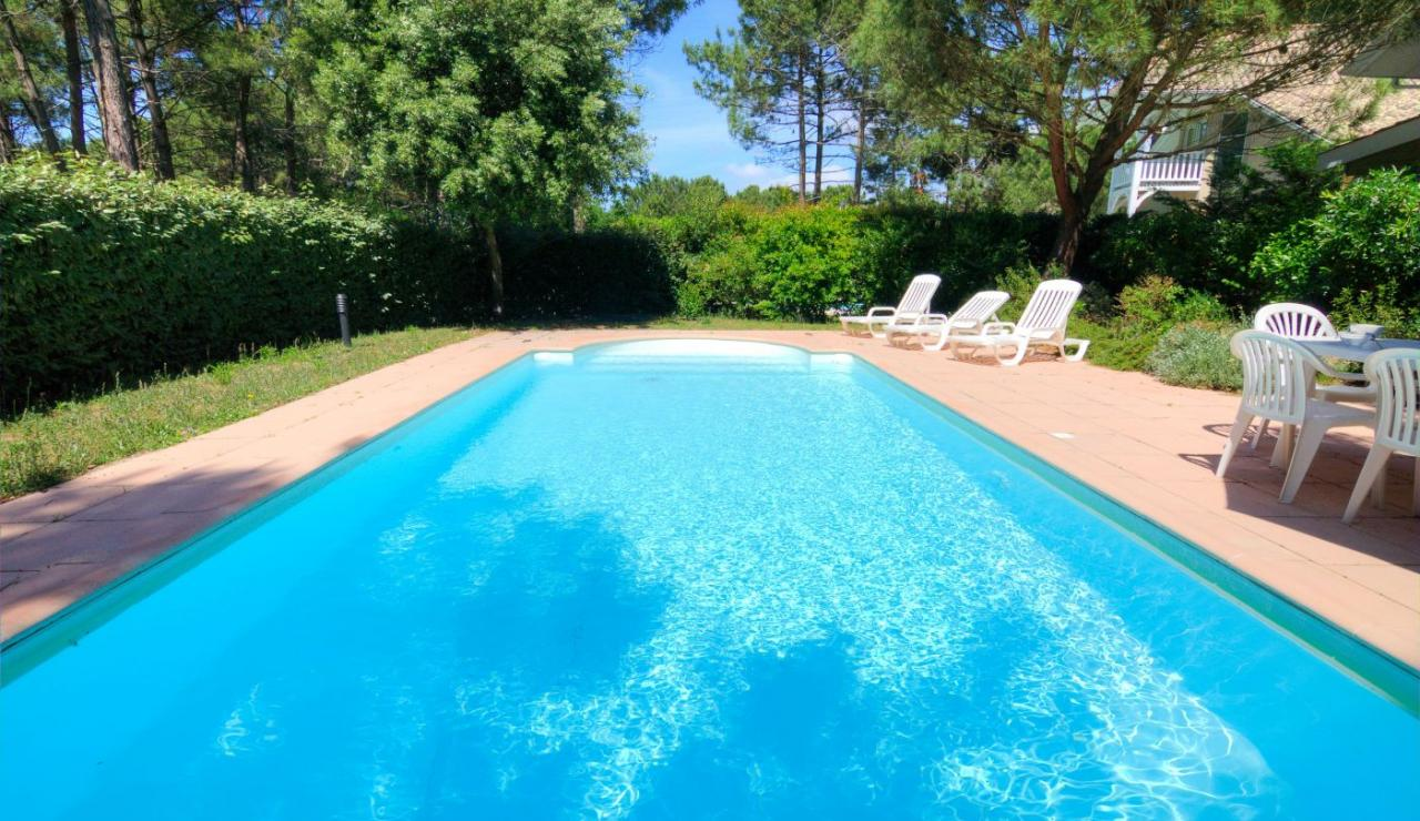 eden-club-villa-21-lacanau-pool-and-trees-2