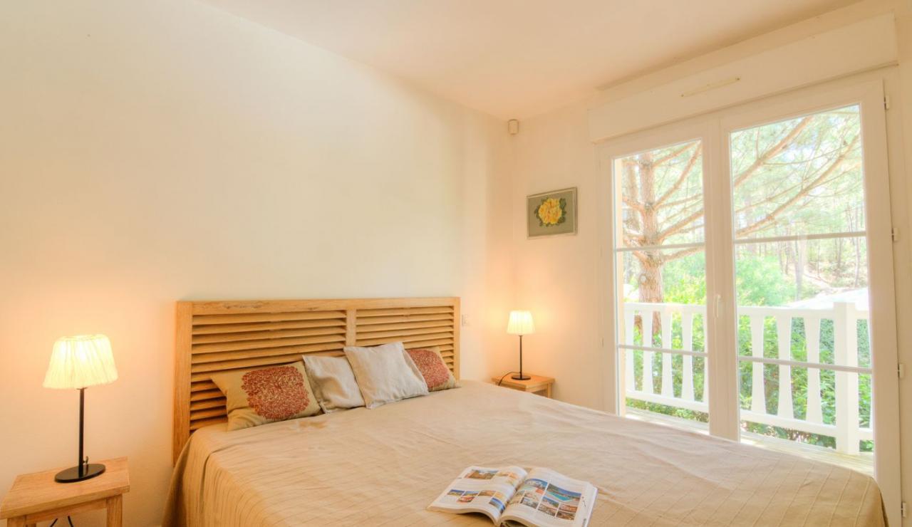 eden-club-villa-21-lacanau-bedroom-1