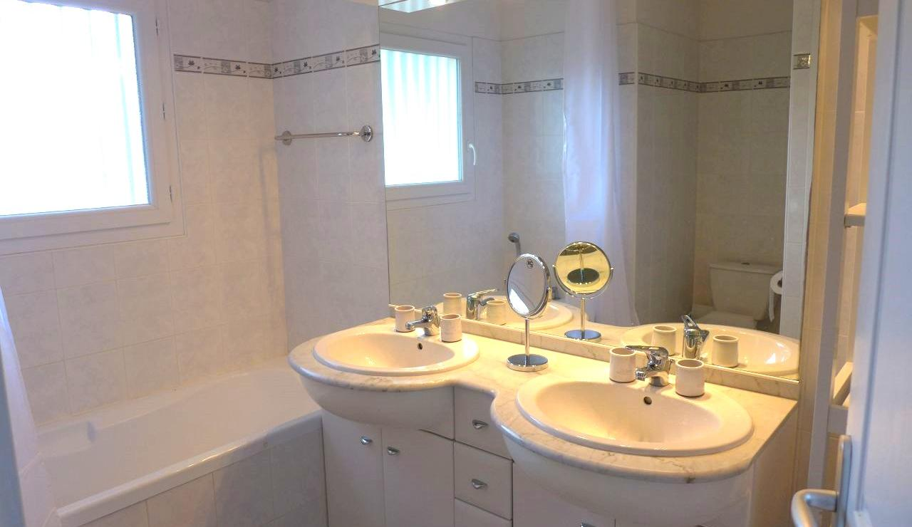 eden-club-villa-6-lacanau-bathroom-2