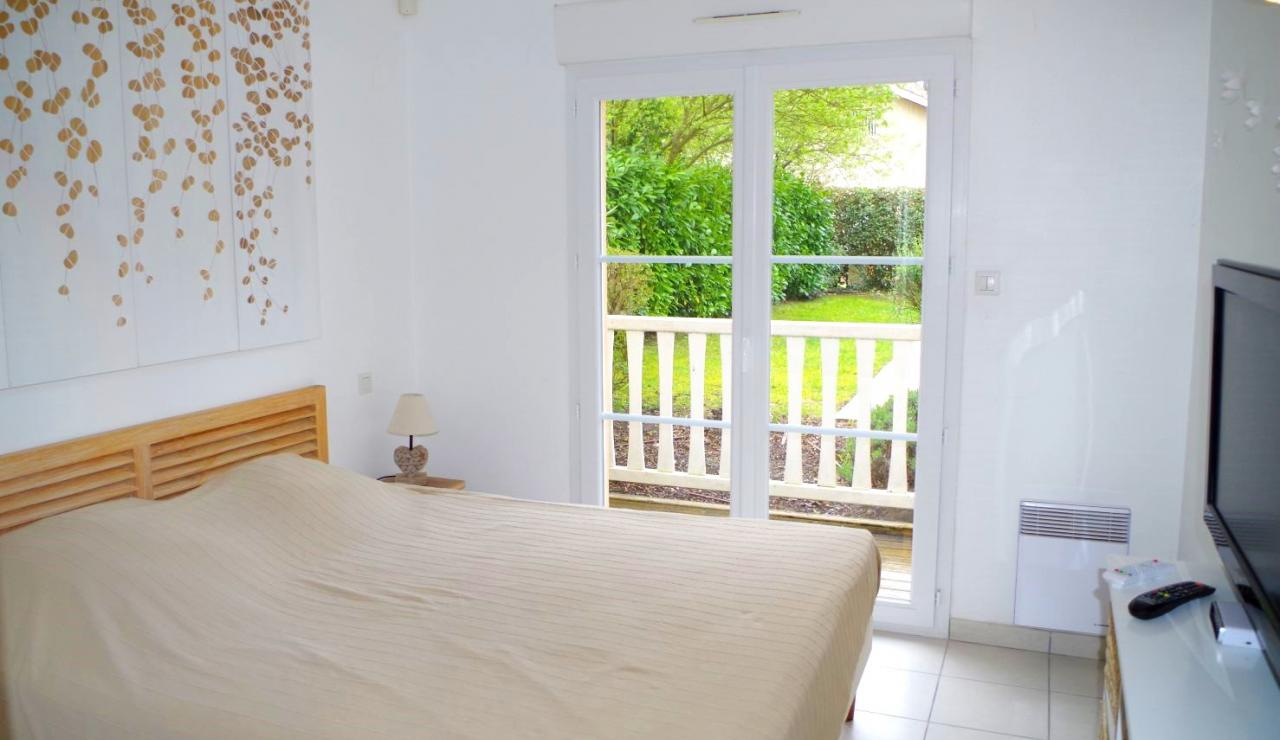 eden-club-villa-6-lacanau-bedroom-1