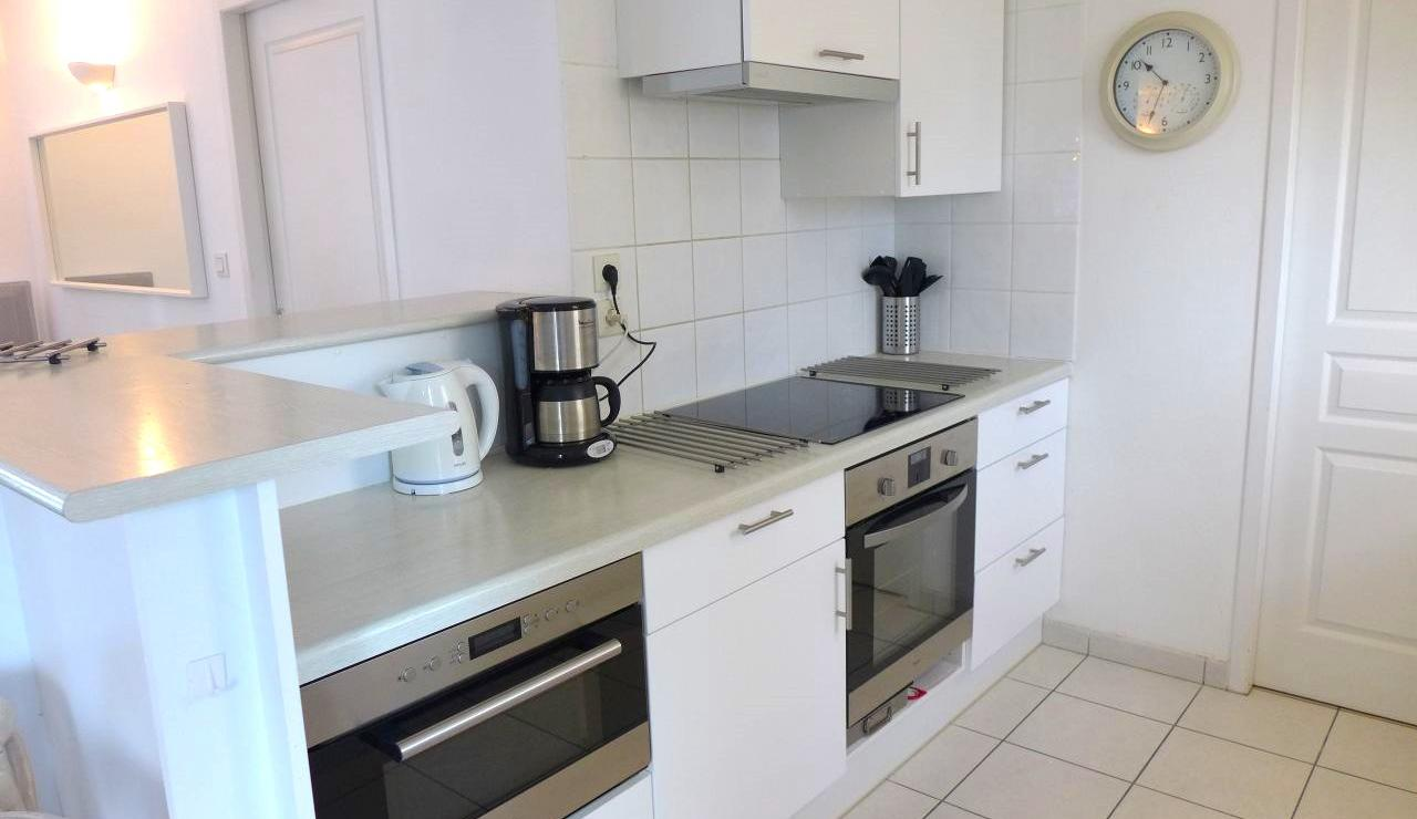 eden-club-villa-6-lacanau-kitchen