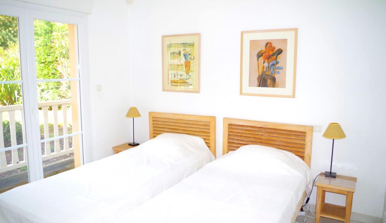 eden-club-villa-6-lacanau-twin-bedroom-1