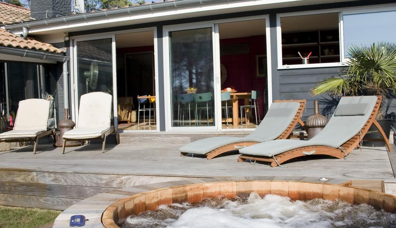 031 Hossegor Beach House hot tub front