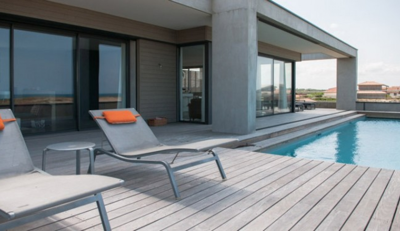 luxury-beach-side-living
