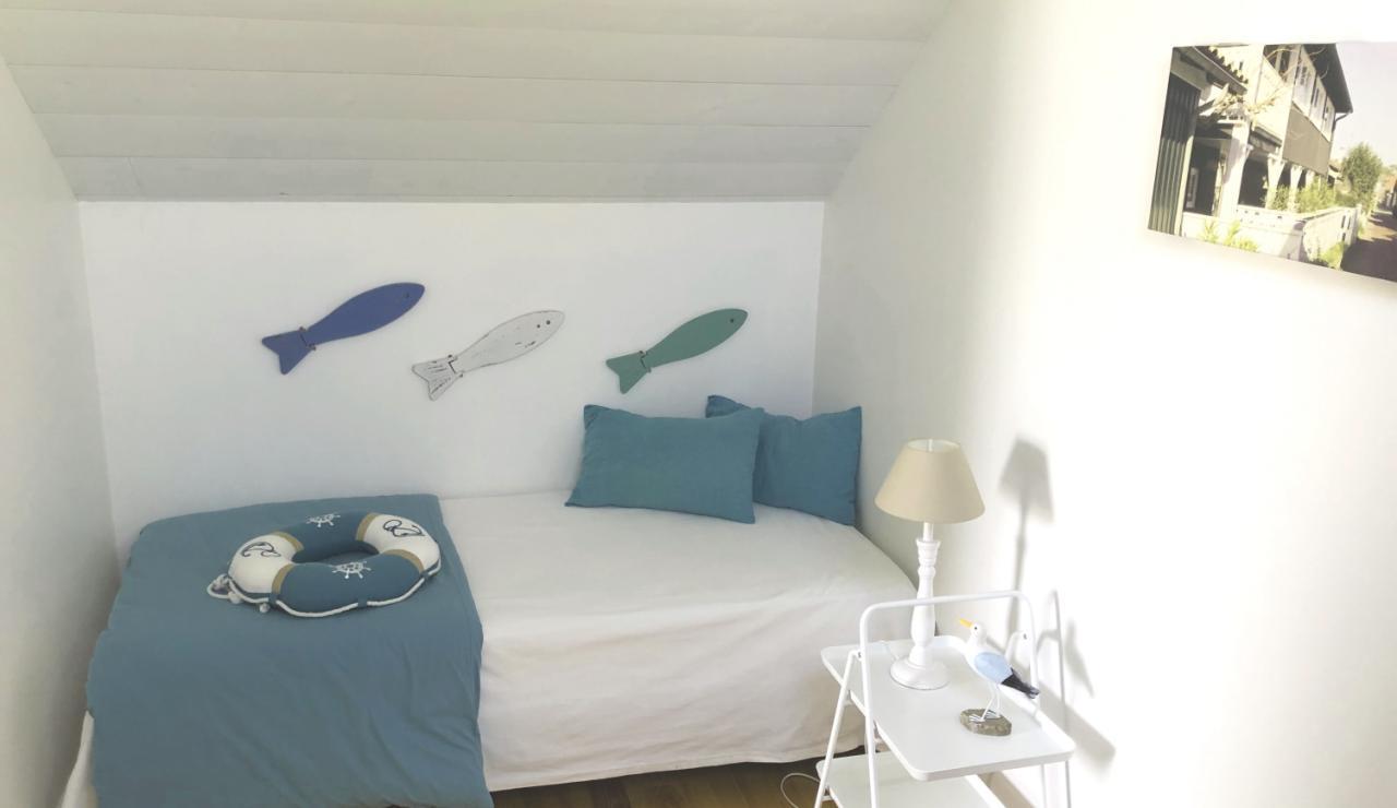 arcachon-walk-to-beach-holiday-home-bedroom-2