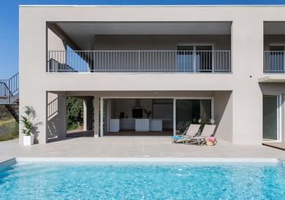 la-gardian-beach-house-image