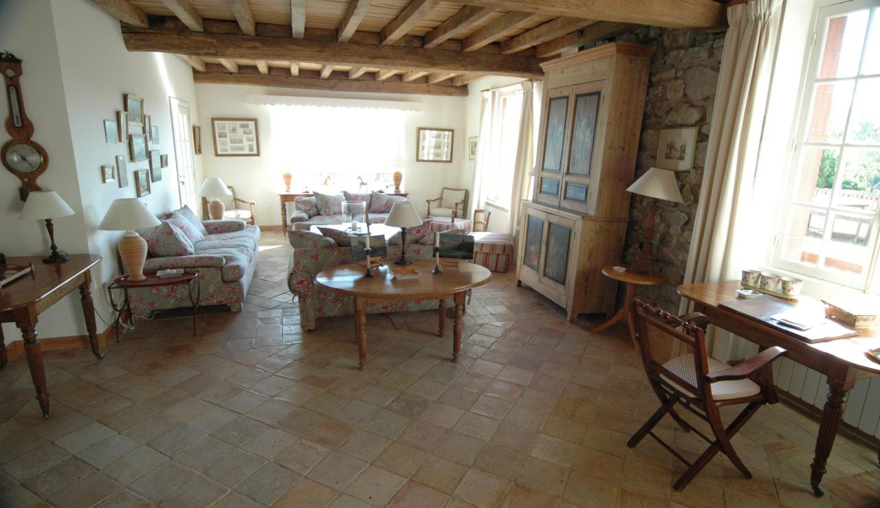 prestige villa overlooking bay of st jean de luz sleeps 14. Black Bedroom Furniture Sets. Home Design Ideas