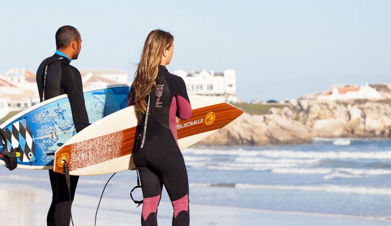 peniche-surfers