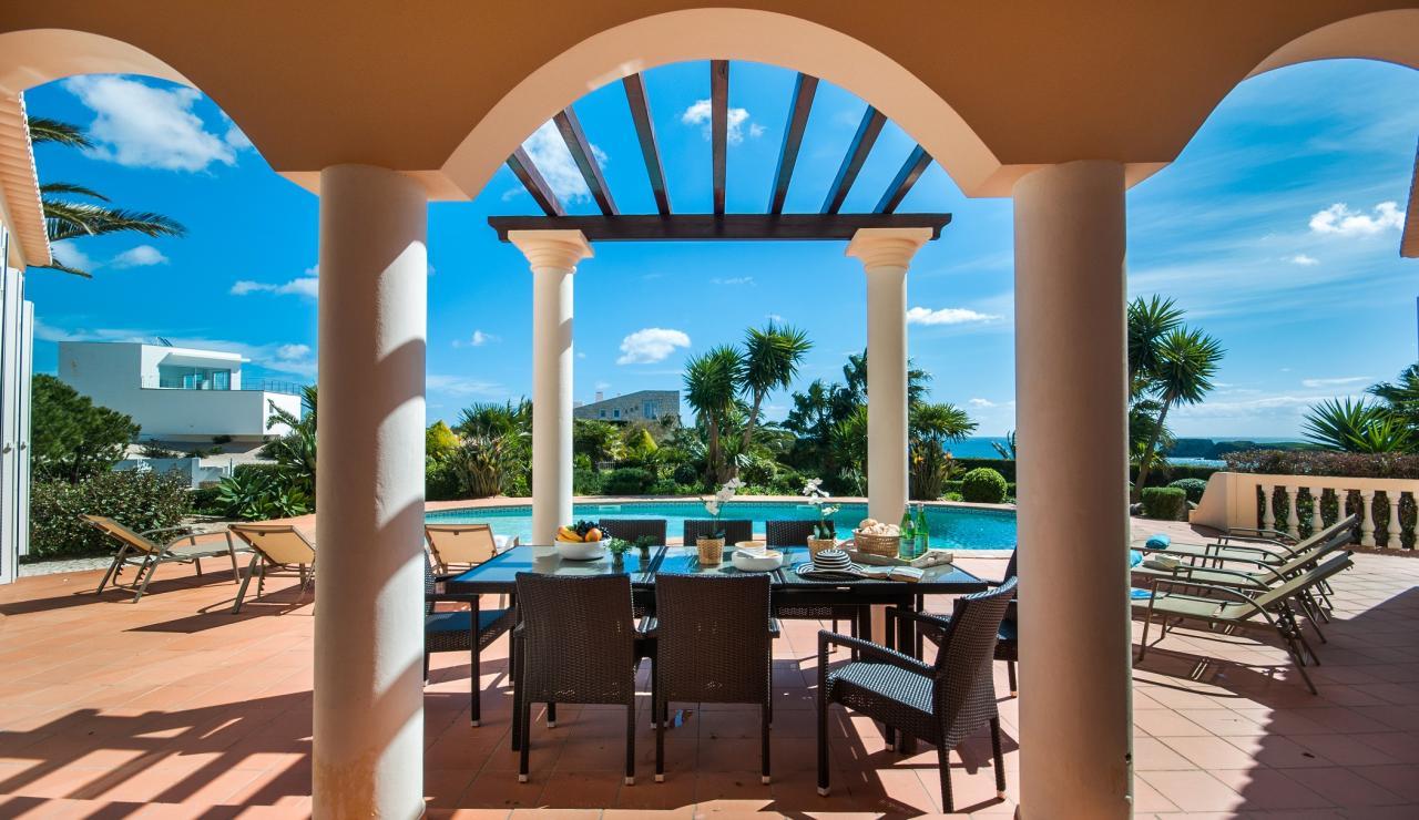 terrace-dining-area