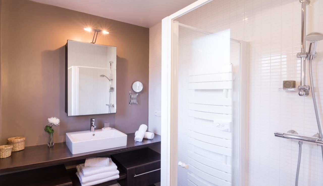 moliets-villa-de-la-nasse-shower-2