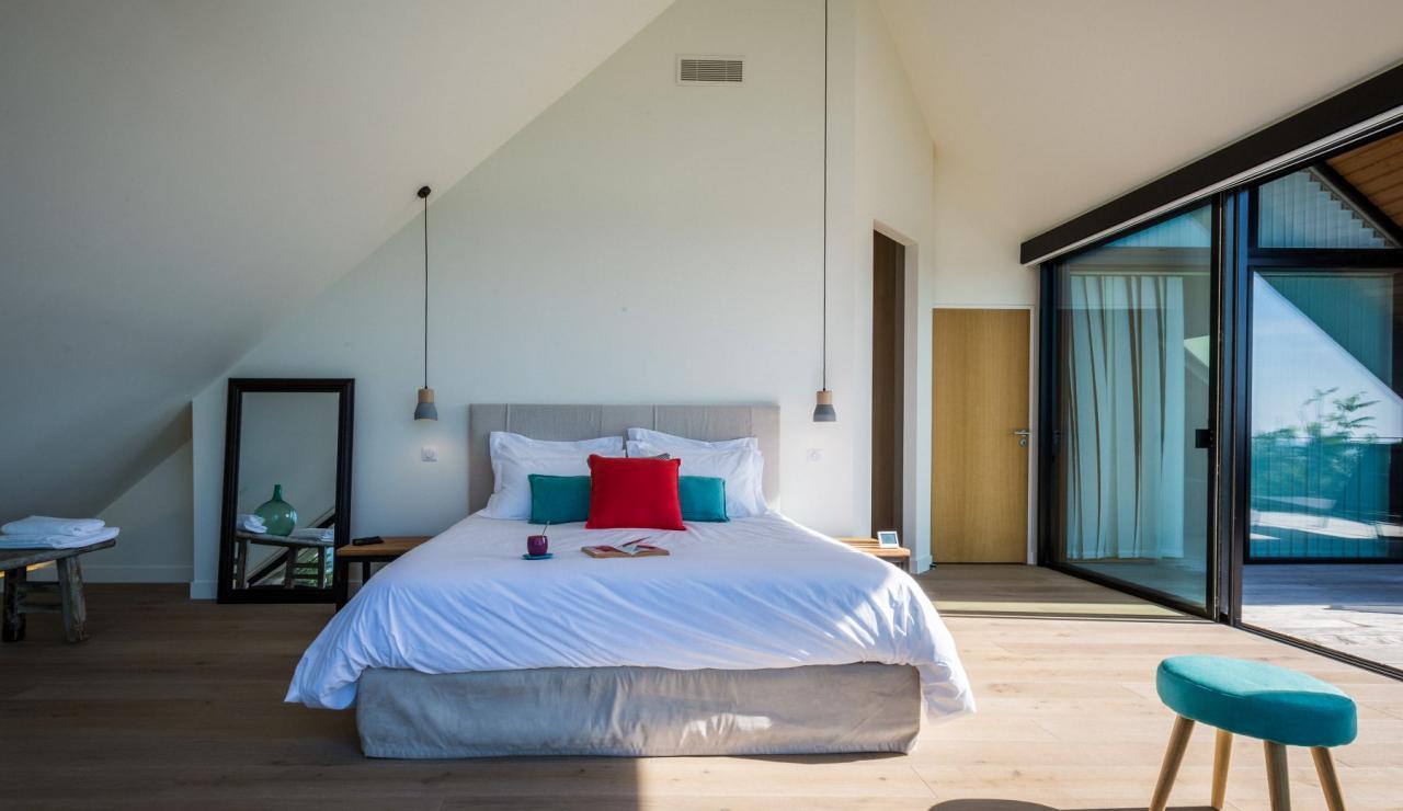 luxury-biarritz-villa-madrague-bedroom-2