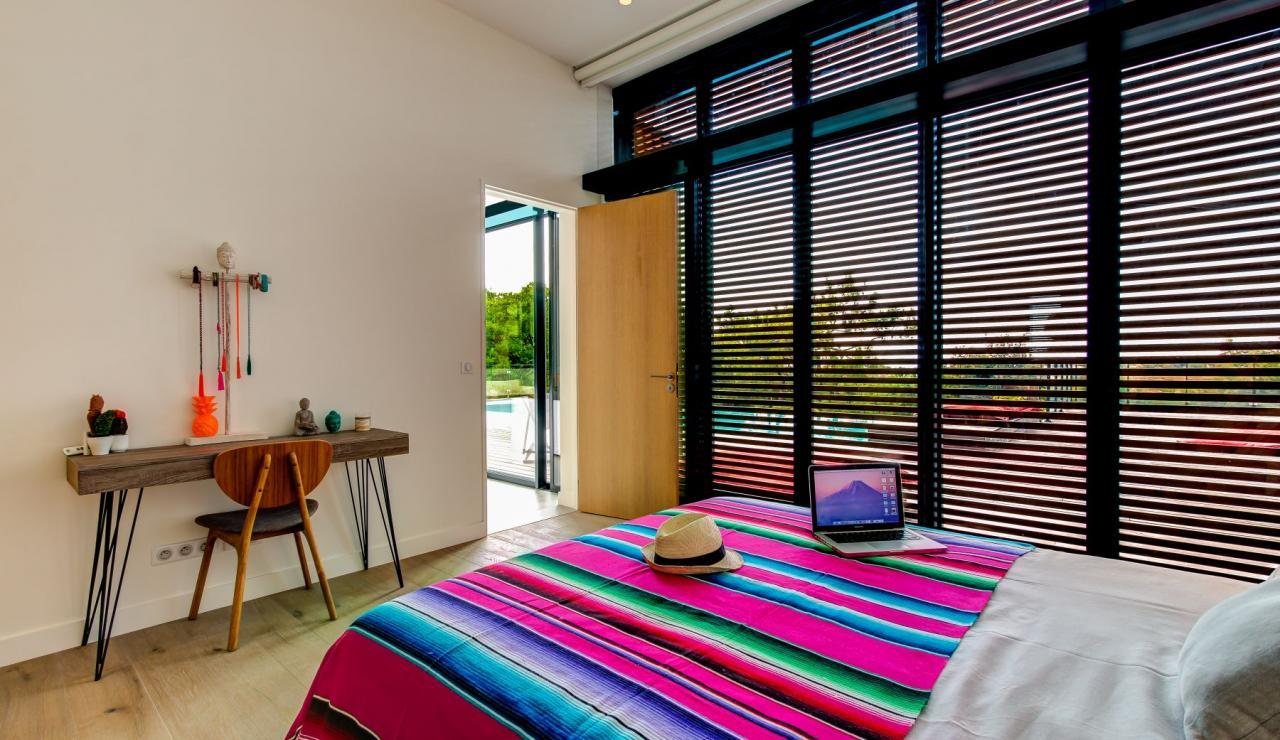 luxury-biarritz-villa-madrague-bedroom-4