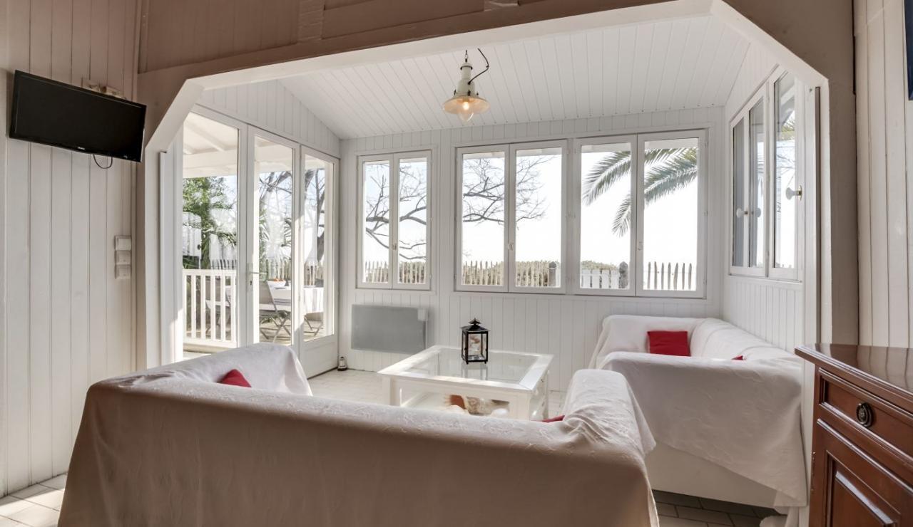 cap-ferret-beach-house-sitting-area