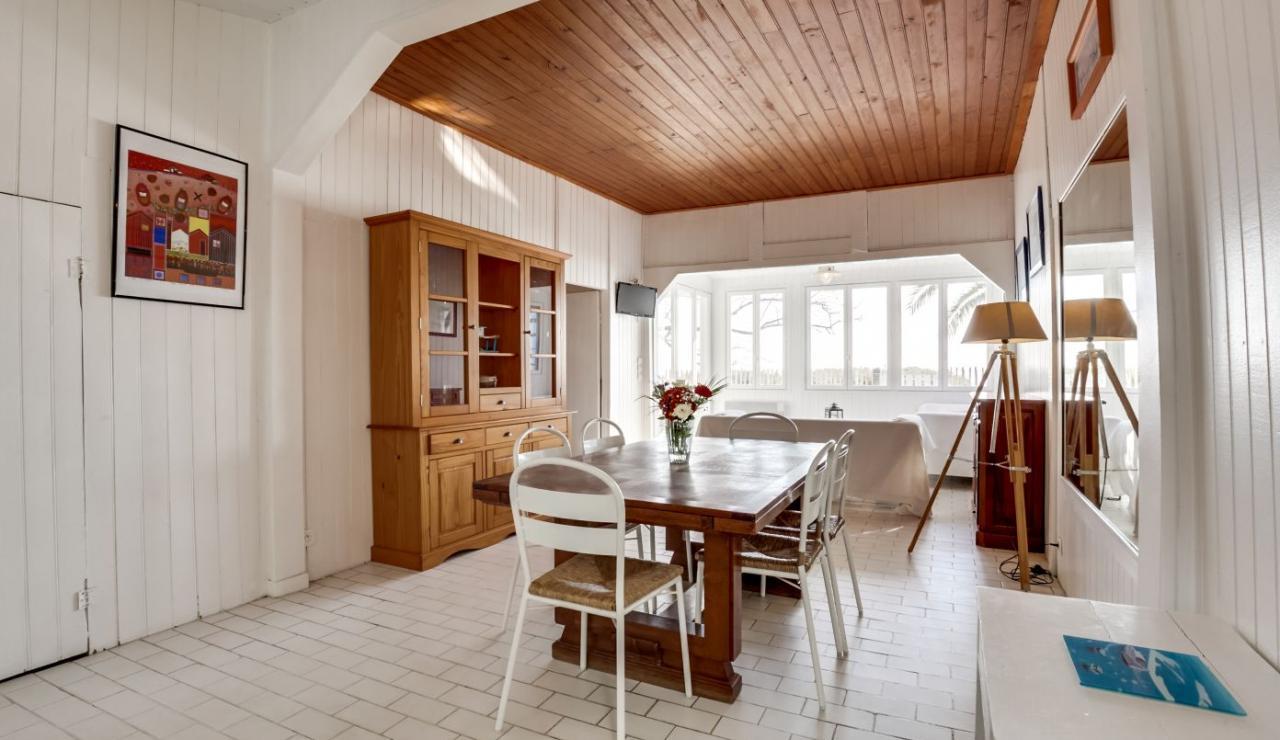cap-ferret-beach-house-dining-area