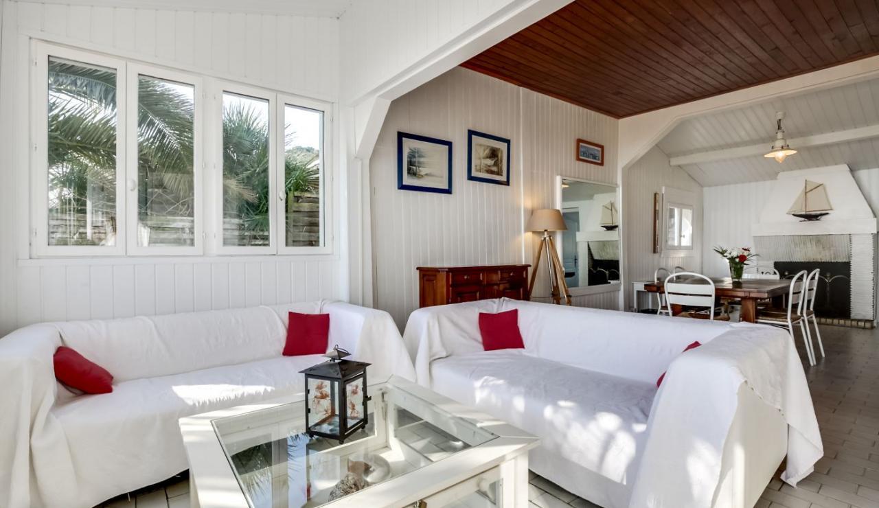cap-ferret-beach-house-sitting-area-2