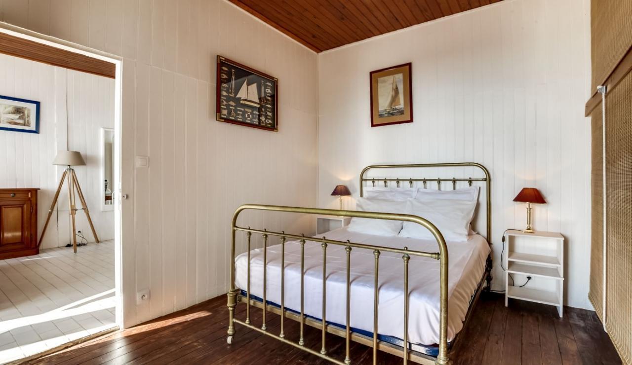 cap-ferret-beach-house-bedroom-1
