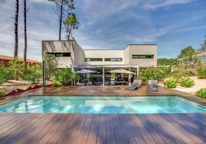 Contemporary Cap Ferret villa with pool