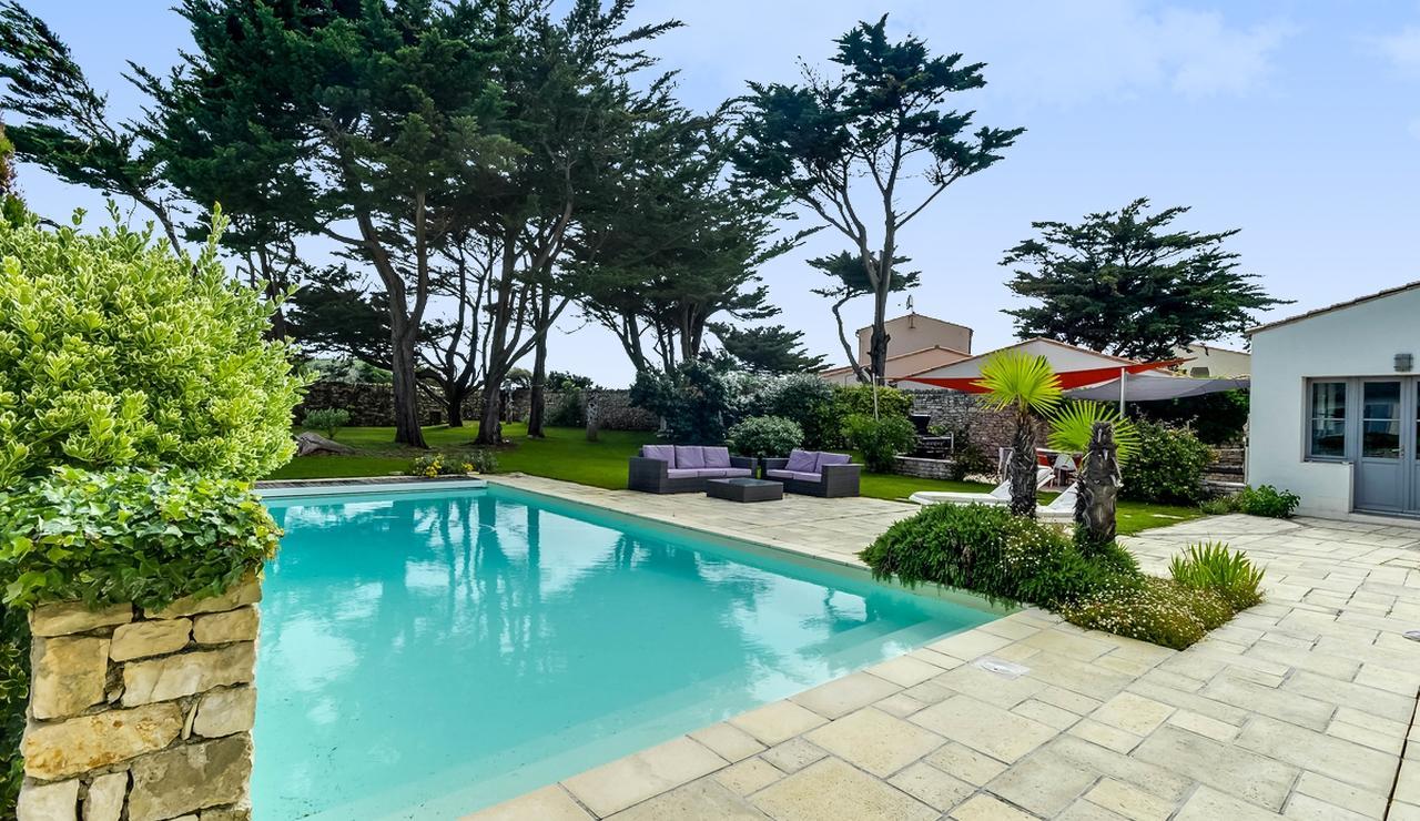 sinate-marie-ile-de-re-villa-pool-garden