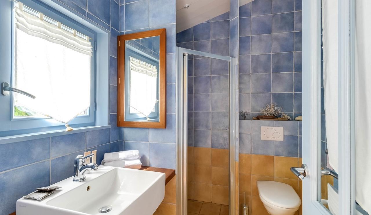 sainte-marie-ile-de-re-villa-bathroom-2