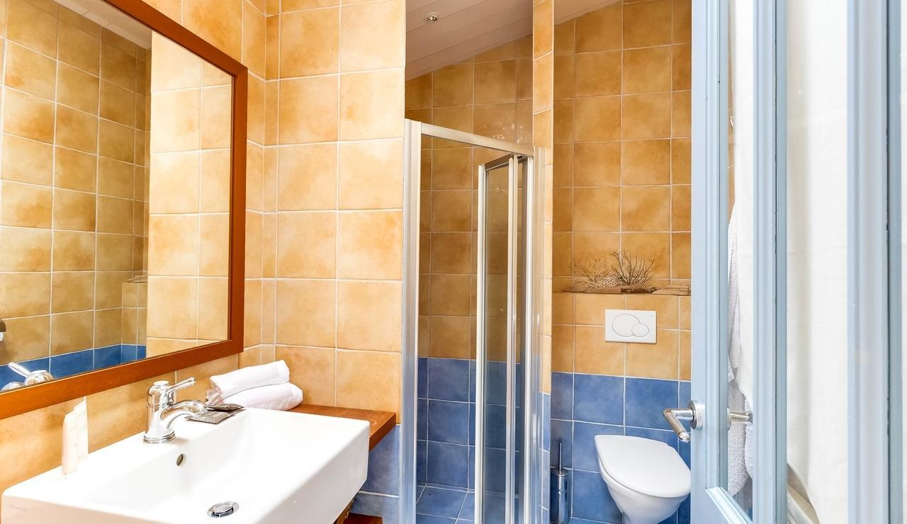 sainte-marie-ile-de-re-villa-bathroom-3