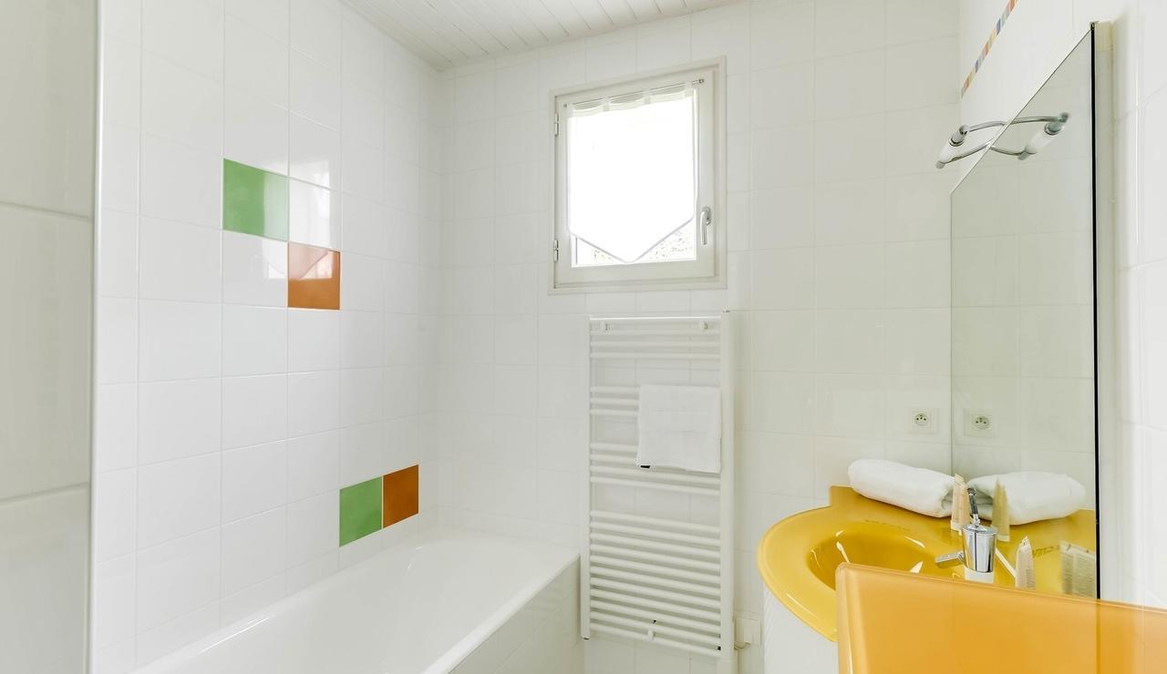 sainte-marie-ile-de-re-villa-bathroom-4