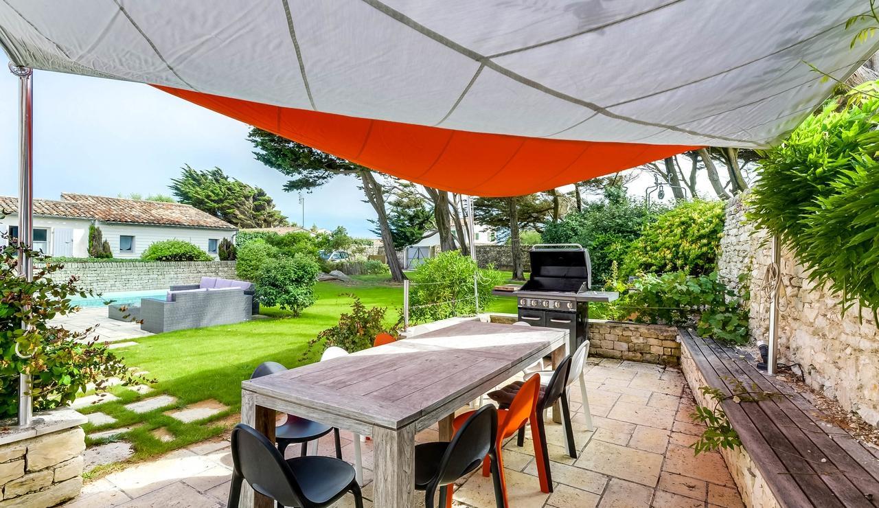 sainte-marie-ile-de-re-villa-garden-dining