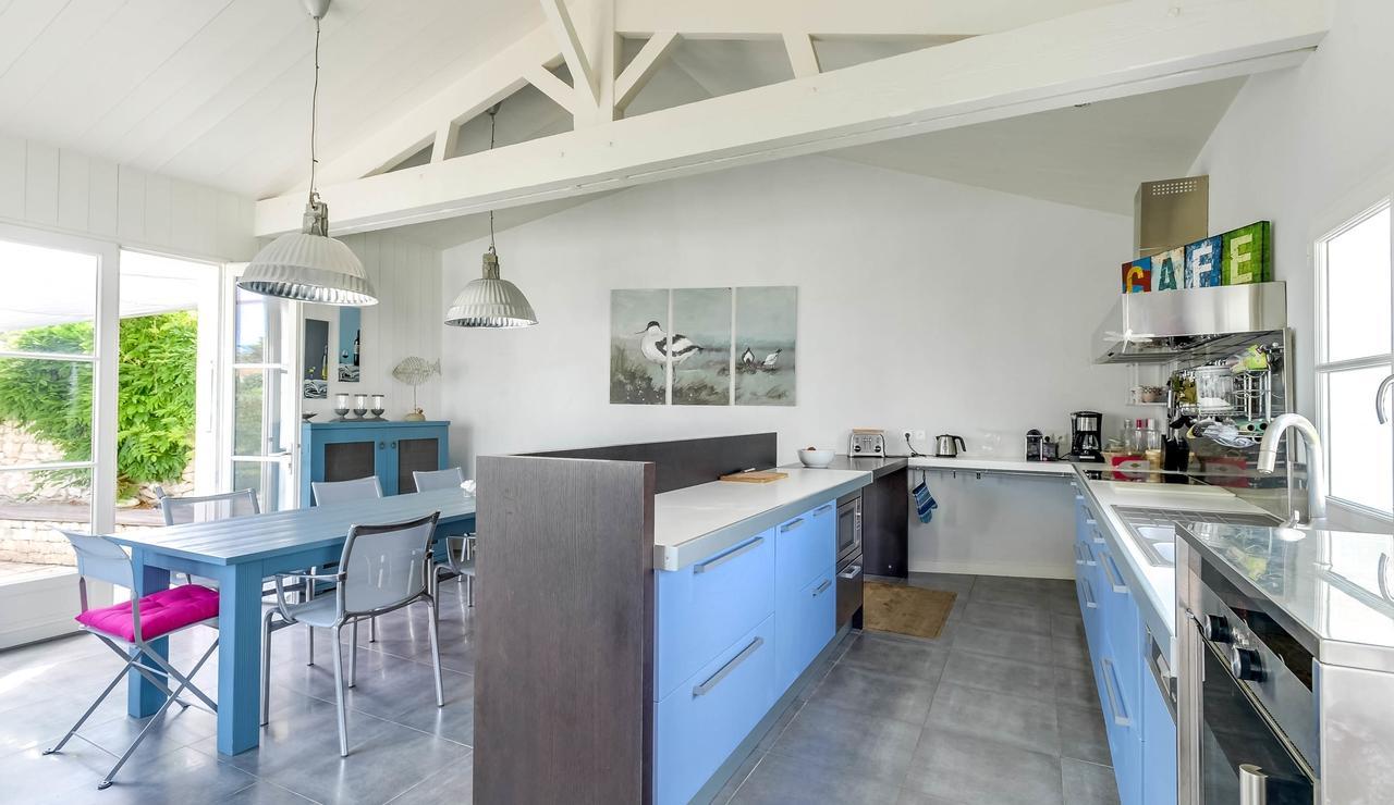 sainte-marie-ile-de-re-villa-kitchen